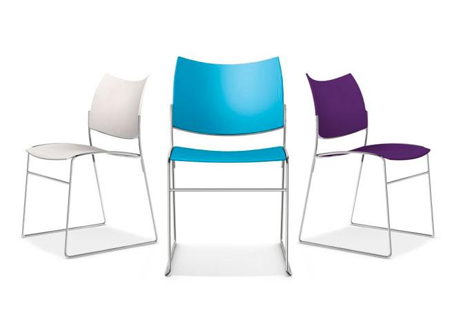 Curvy fra Casala kan stables inntil 45 stoler i høyden
